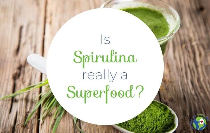 spirulina powder, juice with health benefits of spirulina text overlay